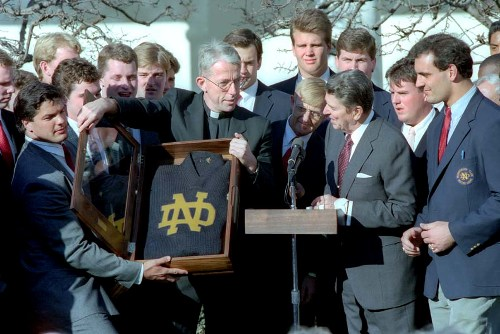 resized Reagan_with_Notre_Dame_football_team_1989