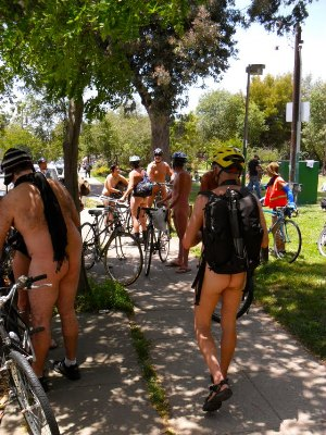resized Naked-cyclists-by-Robert